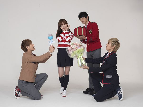 Tags: K-Pop, Infinite, Kim Sung-kyu, Lee Sung-yeol, IU, Jang Dong-woo, Full Body, Flower, Striped Shirt, Striped, Standing, Looking At Another