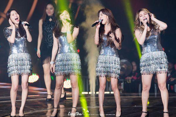 Tags: K-Pop, Apink, f(x), Mamamoo, I Will Survive, Ailee, Jung Eun-ji, Luna, Solar, Silver Dress, Four Girls, Sleeveless Dress