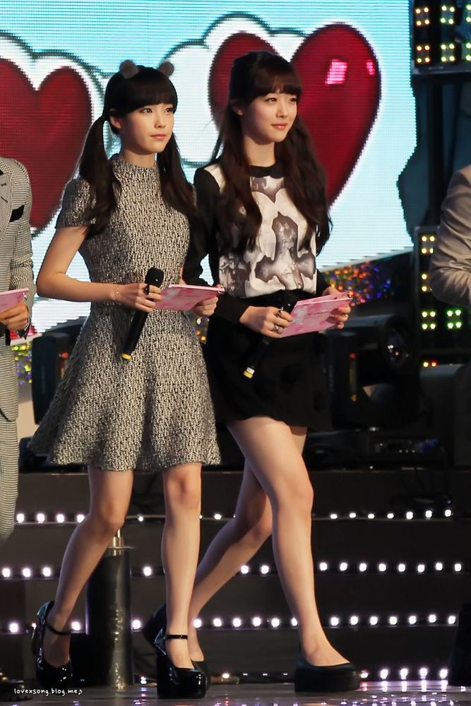Tags: K-Pop, f(x), IU, Sulli, Twin Tails, Walking, Spotlight, Two Girls, Black Outfit, Stage, Duo, Ring