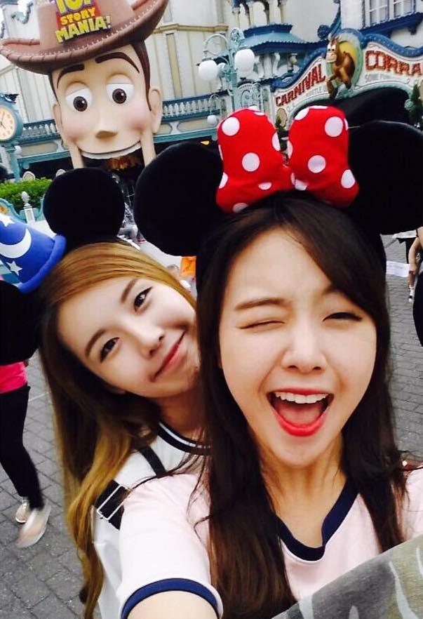 Tags: K-Pop, Wanna.B, Girls' Day, Lina (Wanna.B), Bang Minah, Sisters, Two Girls, Siblings, Bow, Duo, Family, Animal Ears
