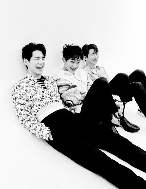 Tags: K-Pop, Got7, DAY6, SHINee, Onew, Choi Youngjae, Kim Wonpil, Eyes Closed, Laughing, Monochrome, Trio, Hand In Pocket