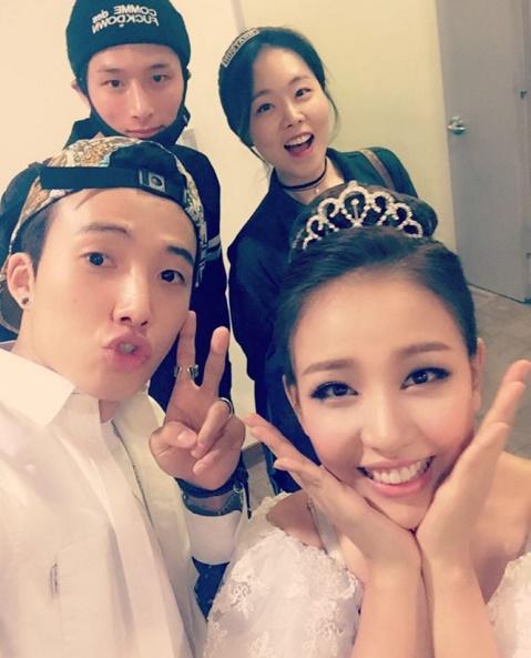 Tags: K-Pop, Boys Republic, Baek A-yeon, Park Sungjoon, Kim Minsu, Tiara, White Outfit, Crown, Quartet, White Dress, Wedding Dress, Chin In Hand