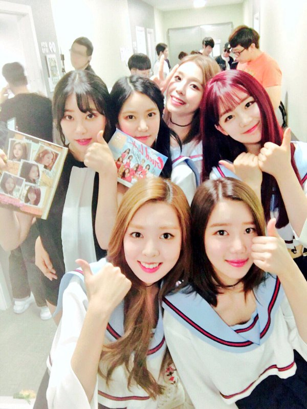 Tags: K-Pop, Berry Good, AOA (Ace Of Angels), Kang Sehyung, Daye, Seoyul, Gowoon, Seo Yuna, Taeha, Blunt Bangs, Thumbs Up, Group