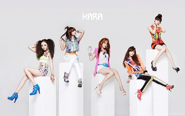 Tags: K-Pop, KARA, Nicole Jung, Seungyeon Han, Hara Goo, Gyuri Park, Jiyoung Kang, Bare Legs, Looking Away, Orange Shirt, Pink Outerwear, Black Pants
