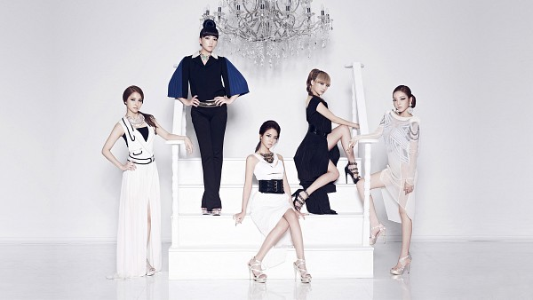 Tags: K-Pop, KARA, Gyuri Park, Jiyoung Kang, Nicole Jung, Seungyeon Han, Hara Goo, Ponytail, Black Footwear, Necklace, Black Outfit, White Footwear
