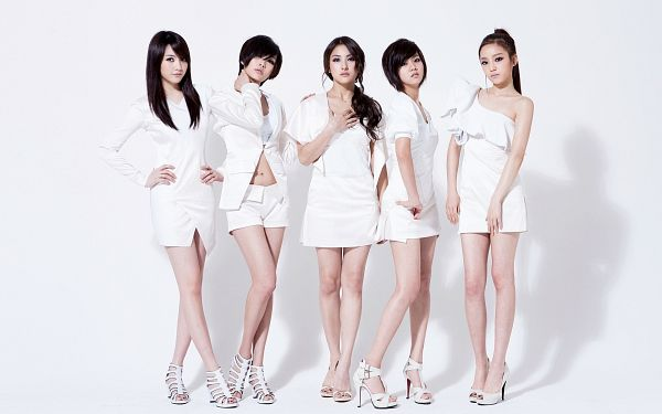 Tags: K-Pop, KARA, Nicole Jung, Seungyeon Han, Hara Goo, Gyuri Park, Jiyoung Kang, White Outfit, Crossed Legs (Standing), White Background, White Shorts, Midriff