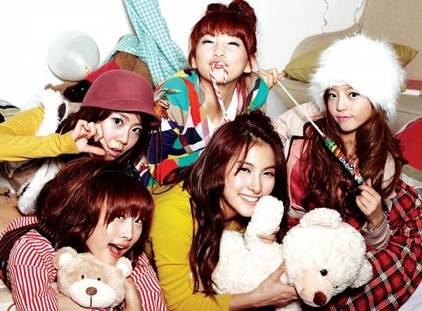 Tags: K-Pop, KARA, Nicole Jung, Seungyeon Han, Hara Goo, Gyuri Park, Jiyoung Kang, Quintet, Stuffed Toy, Yellow Shirt, Lollipop, Brown Headwear