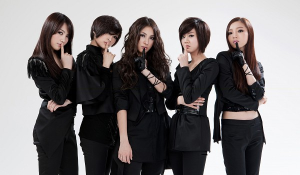 Tags: K-Pop, KARA, Nicole Jung, Seungyeon Han, Hara Goo, Gyuri Park, Jiyoung Kang, Light Background, Black Shirt, Gloves, Finger To Lips, Black Gloves