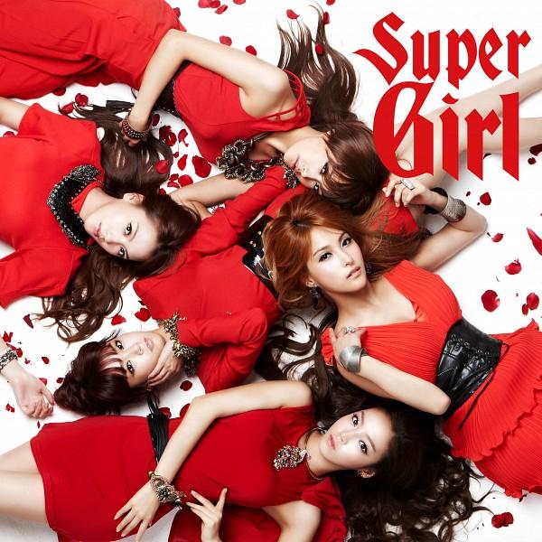 Tags: K-Pop, KARA, Nicole Jung, Seungyeon Han, Hara Goo, Gyuri Park, Jiyoung Kang, Laying Down, Five Girls, Bracelet, Light Background, From Above