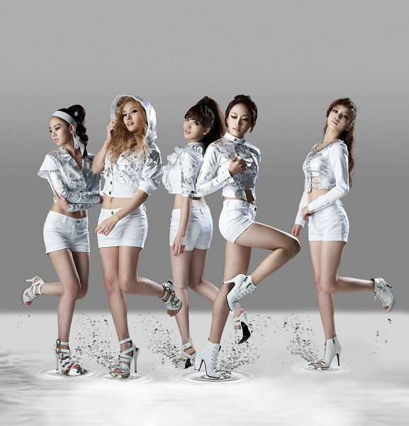 Tags: K-Pop, KARA, Nicole Jung, Seungyeon Han, Hara Goo, Gyuri Park, Jiyoung Kang, Looking Away, Gray Background, Hood Up, White Footwear, Eyes Closed