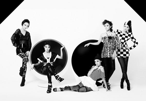 Tags: K-Pop, KARA, Nicole Jung, Seungyeon Han, Hara Goo, Gyuri Park, Jiyoung Kang, Sitting On Chair, Black Footwear, Black Pants, Leg Up, Hand On Hip