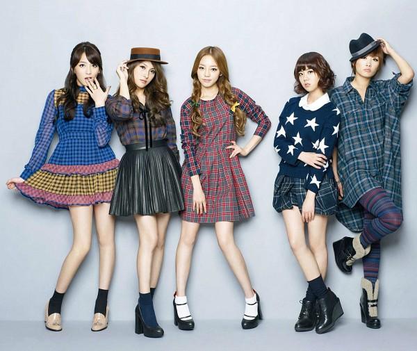 Tags: K-Pop, KARA, Nicole Jung, Seungyeon Han, Hara Goo, Gyuri Park, Jiyoung Kang, Braids, Covering Mouth, Quintet, Bare Legs, Gray Background