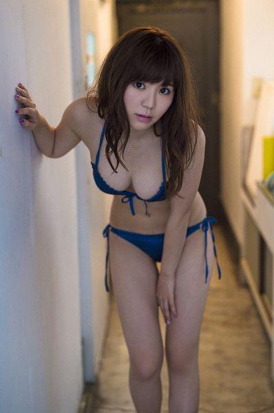 Tags: J-Pop, SKE48, Kaneko Shiori, Bend Over, Bare Shoulders, Bikini, Bare Legs, Make Up, Suggestive, Nail Polish, Cleavage, Hand On Leg