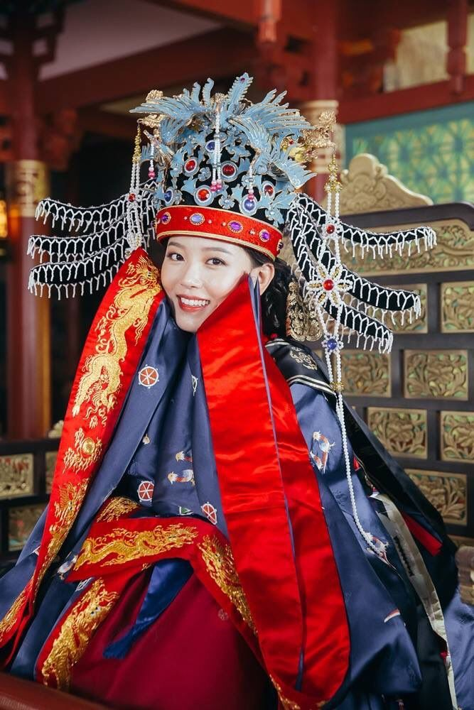 Tags: K-Drama, Kang Han-na, Throne, Headdress, Crown, Traditional Clothes, Chair, Korean Clothes, Red Lips, Moon Lovers: Scarlet Heart Ryeo