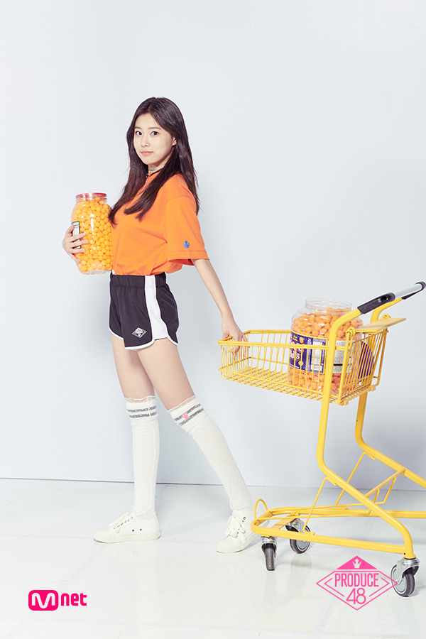 Tags: 8D Creative, K-Pop, Television Show, Kang Hyewon, Necklace, Full Body, White Footwear, Thigh Highs, Sneakers, Shoes, Black Shorts, Holding Object