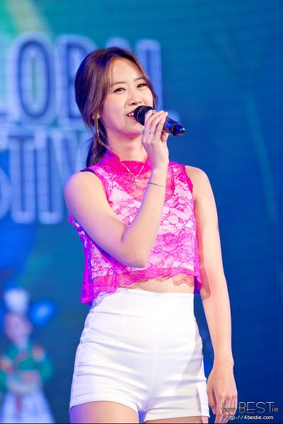 Tags: K-Pop, BESTie, Kang Hyeyeon, Shorts, White Shorts, Hair Up, Ponytail, Live Performance, Mobile Wallpaper