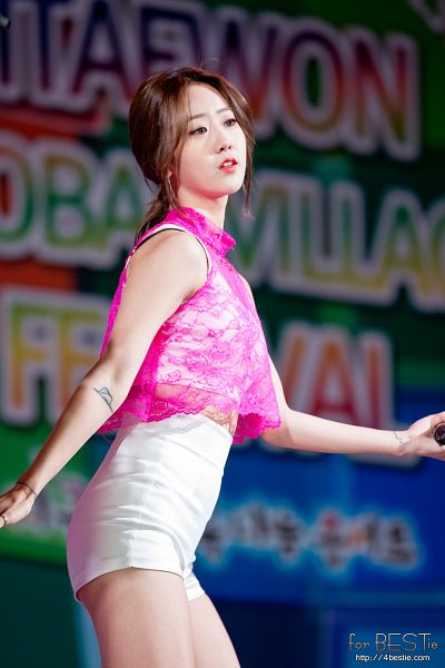 Tags: K-Pop, BESTie, Kang Hyeyeon, White Shorts, Hair Up, Ponytail, Shorts, Mobile Wallpaper, Live Performance