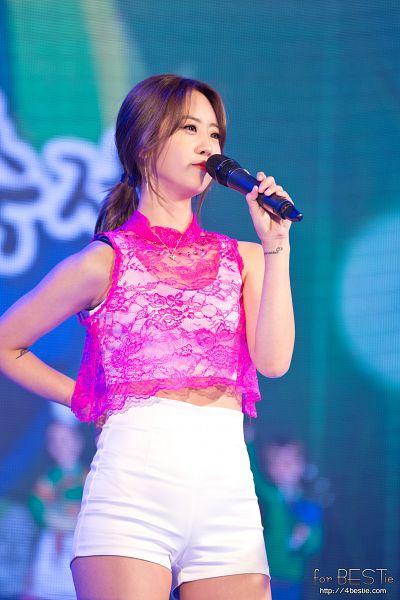 Tags: K-Pop, BESTie, Kang Hyeyeon, Hair Up, Ponytail, Shorts, White Shorts, Live Performance, Mobile Wallpaper