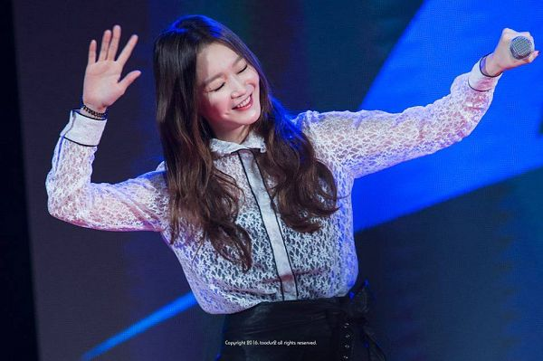 Tags: K-Pop, Davichi, Kang Minkyung, Leather Skirt, Eyes Closed, Hold Out Hand, Wave, Blue Background, Skirt, Black Skirt, Toodur2