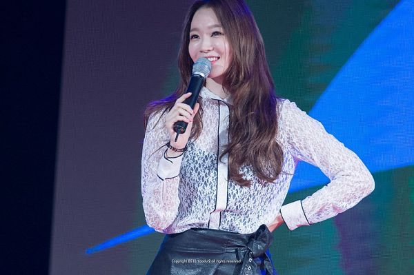 Tags: K-Pop, Davichi, Kang Minkyung, See Through Clothes, Black Skirt, Leather Skirt, Hand On Hip, Covering Mouth, Skirt, Looking Up, Toodur2