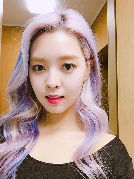 Tags: K-Pop, Berry Good, Kang Sehyung, Multi-colored Hair, Black Eyes, Wavy Hair, Highlights, Black Shirt, Mole, Purple Hair, Facial Mark, Selca