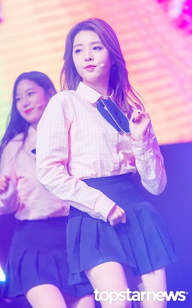 Tags: K-Pop, Berry Good, Kang Sehyung, Dancing, Mole, Black Skirt, Pink Shirt, Microphone, Skirt, Facial Mark, Android/iPhone Wallpaper, Topstarnews