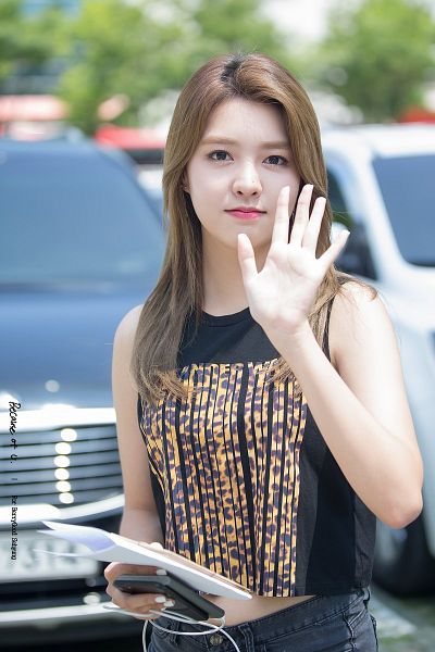 Tags: K-Pop, Berry Good, Kang Sehyung, Pants, Smartphone, Black Shirt, Facial Mark, Sleeveless, Navel, Car, Wave, Mole