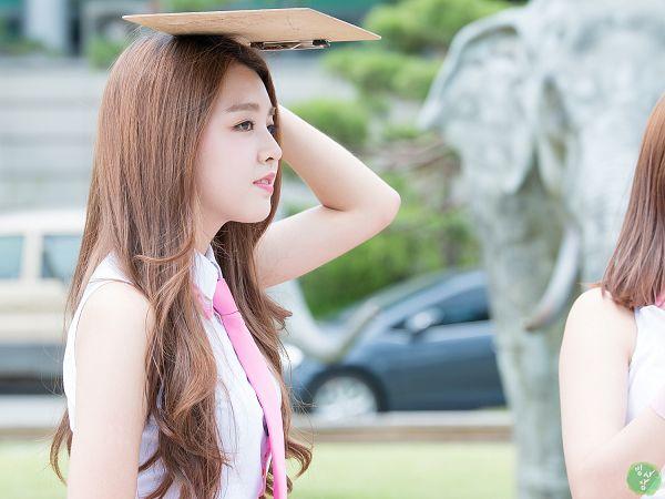 Tags: K-Pop, Berry Good, Kang Sehyung, Tie, Sleeveless Shirt, Black Eyes, Pink Neckwear, Bare Shoulders, Side View, Sleeveless