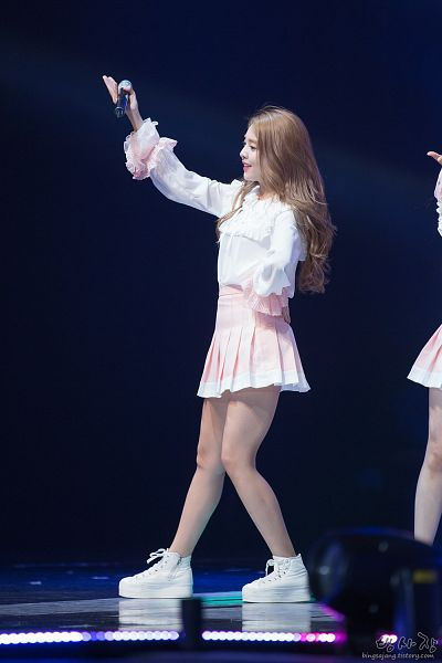 Tags: K-Pop, Berry Good, Kang Sehyung, Dancing, White Footwear, Wavy Hair, Pink Skirt, Microphone, One Arm Up, Skirt, Stage