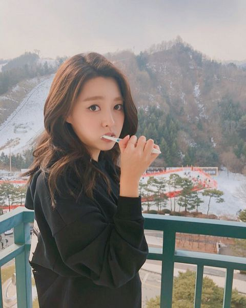 Tags: K-Pop, Berry Good, Kang Sehyung, Fence, Plant, Black Shirt, Toothbrush, Wavy Hair, Sweater, Mountain, Tree, Hoodie