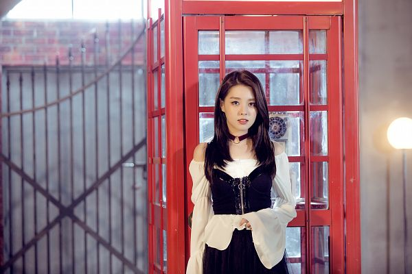 Tags: K-Pop, Berry Good Heart Heart, Berry Good, Crazy Gone Crazy, Kang Sehyung, Serious, Lamp, Phone Box, Corset, Lamp Post, Phone