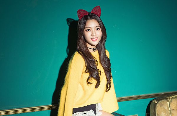 Tags: K-Pop, Berry Good, Kang Sehyung, Frills, Hairband, Choker, Grin, Bloomers, Yellow Shirt, Glory
