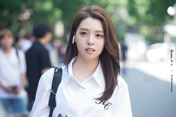 Tags: K-Pop, Berry Good, Kang Sehyung, Backpack, Earbuds, Walking, Bag