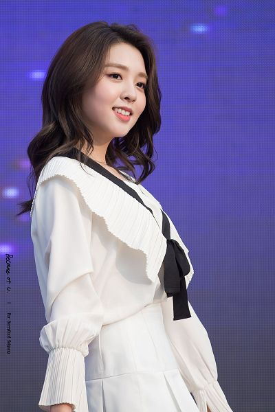 Tags: K-Pop, Berry Good, Kang Sehyung, Ribbon, Stage, Grin, White Skirt, Wavy Hair, Skirt