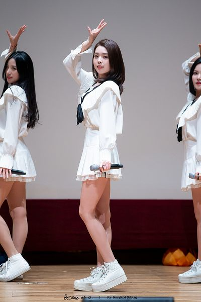 Tags: K-Pop, Berry Good, Kang Sehyung, Johyun, Stage, Bow, White Footwear, One Arm Up, Black Bow, Ring, Ribbon, White Skirt