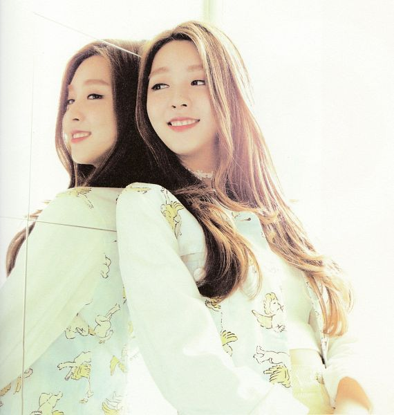 Tags: K-Pop, Berry Good, Kang Sehyung, Mole, Glass, Looking At Reflection, Reflection, Mirror, Scan, Very Berry, Self Scanned