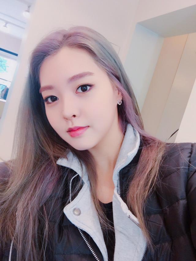 Tags: K-Pop, Berry Good, Kang Sehyung, Serious, Purple Hair, Black Jacket, Black Outerwear, Black Eyes, Selca