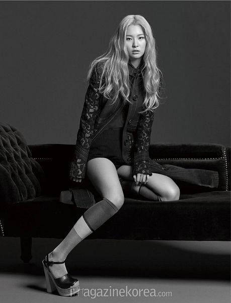 Tags: K-Pop, Red Velvet, Kang Seul-gi, Monochrome, Black Footwear, High Heels, Black Shorts, Sitting On Couch, Black Shirt, Full Body, Shorts, Standing On One Leg