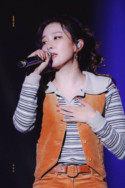 Tags: K-Pop, Red Velvet, Kang Seul-gi, Singing, Hair Up, Striped, Ponytail, Hand On Chest, Looking Away, Nail Polish, Striped Shirt, Brown Pants