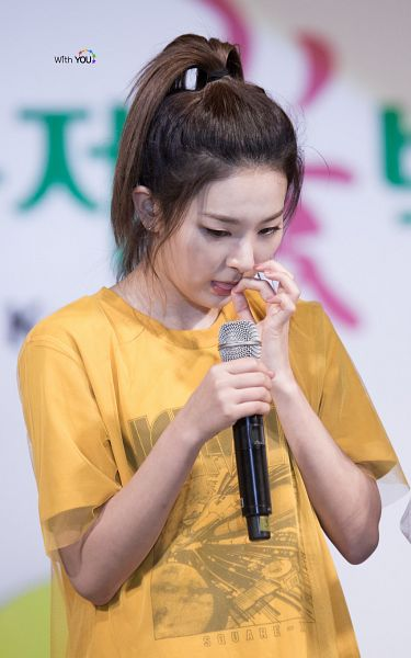 Tags: SM Town, K-Pop, Red Velvet, Kang Seul-gi, Hair Up, Ponytail, Android/iPhone Wallpaper, Live Performance