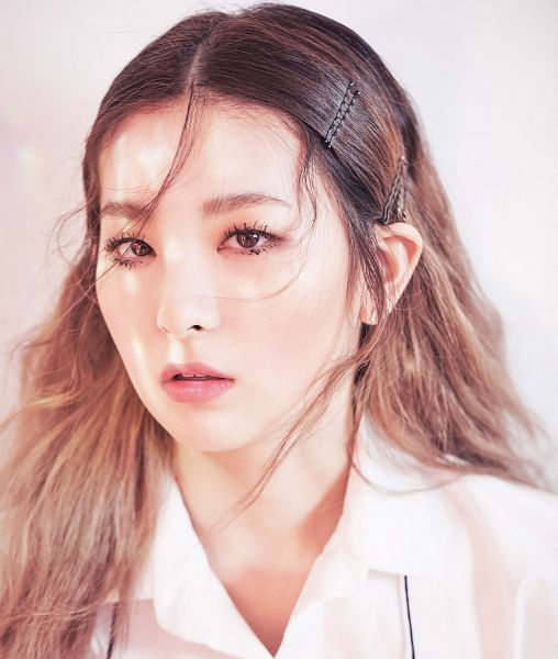 Tags: SM Town, K-Pop, Red Velvet, Kang Seul-gi, Close Up, Marie Claire