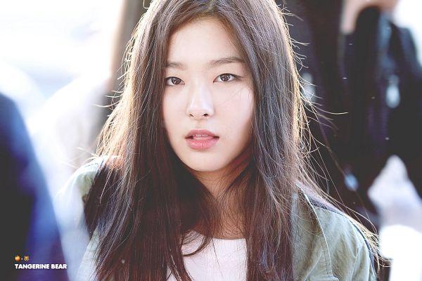 Tags: K-Pop, Red Velvet, Kang Seul-gi, Open Shirt, Airport, Tongue, Green Shirt, Tangerine Bear, Wallpaper