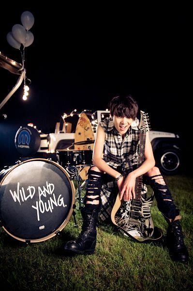 Tags: YG Entertainment, K-Pop, Winner, Kang Seungyoon, Guitar, Musical Instrument, Car, Android/iPhone Wallpaper
