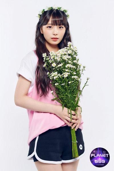 Tags: J-Pop, Kawaguchi Yurina, Hair Ornament, Crown, White Flower, Flower, Bouquet, Flower Crown, Girls Planet 999