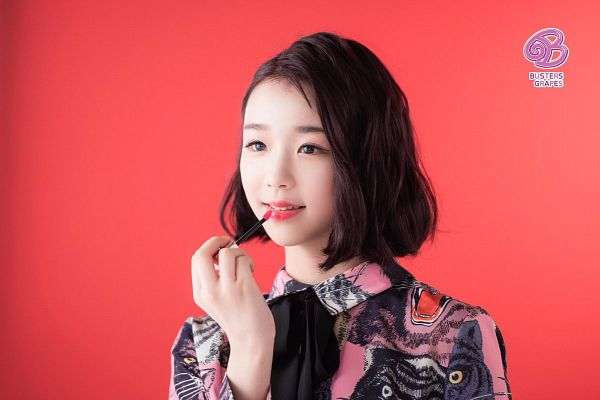 Tags: K-Pop, Busters, Grapes (Song), Kim Chaeyeon, Red Background, Bow, Black Bow, Make Up