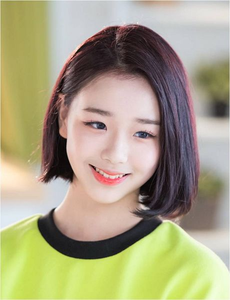 Tags: K-Pop, Busters, Grapes (Song), Kim Chaeyeon, Green Shirt, Make Up, Grin, Contact Lenses, Medium Hair