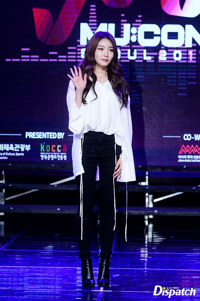 Tags: MNH Entertainment, K-Pop, Kim Chung-ha, High Heeled Boots, Wave, Black Footwear, Necklace, High Heels, Stage, Black Pants, Boots, Wavy Hair