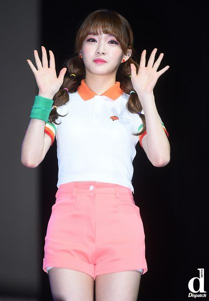 Tags: MNH Entertainment, K-Pop, Kim Chung-ha, Wave, Collar (Clothes), Shorts, Short Sleeves, Twin Tails, Pink Shorts, Bracelet, Blunt Bangs, Live Performance