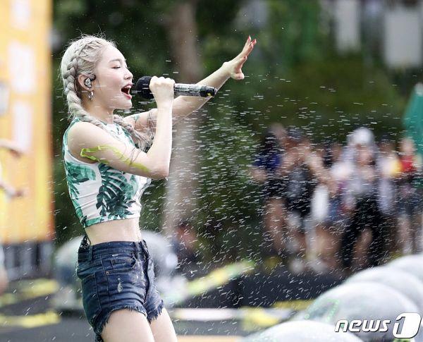 Tags: K-Pop, Kim Chung-ha, Wet, Shorts, Singing, Side View, Sleeveless Shirt, Jeans, Braids, Outdoors, Eyes Closed, Denim Shorts