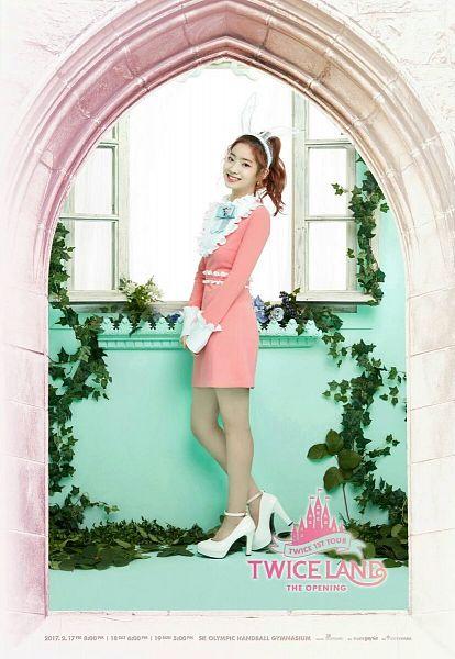 Tags: JYP Entertainment, K-Pop, Twice, Kim Dahyun, Hair Up, White Headwear, Pink Outfit, Ponytail, Frame, Window, Medium Hair, Text: Artist Name
